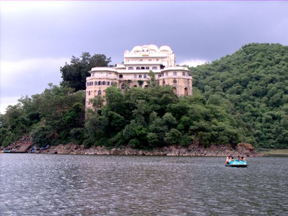 Delhi getaways, Siliserh lake