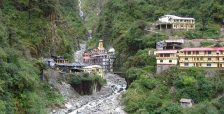 Yamunotri_temple_and_ashram